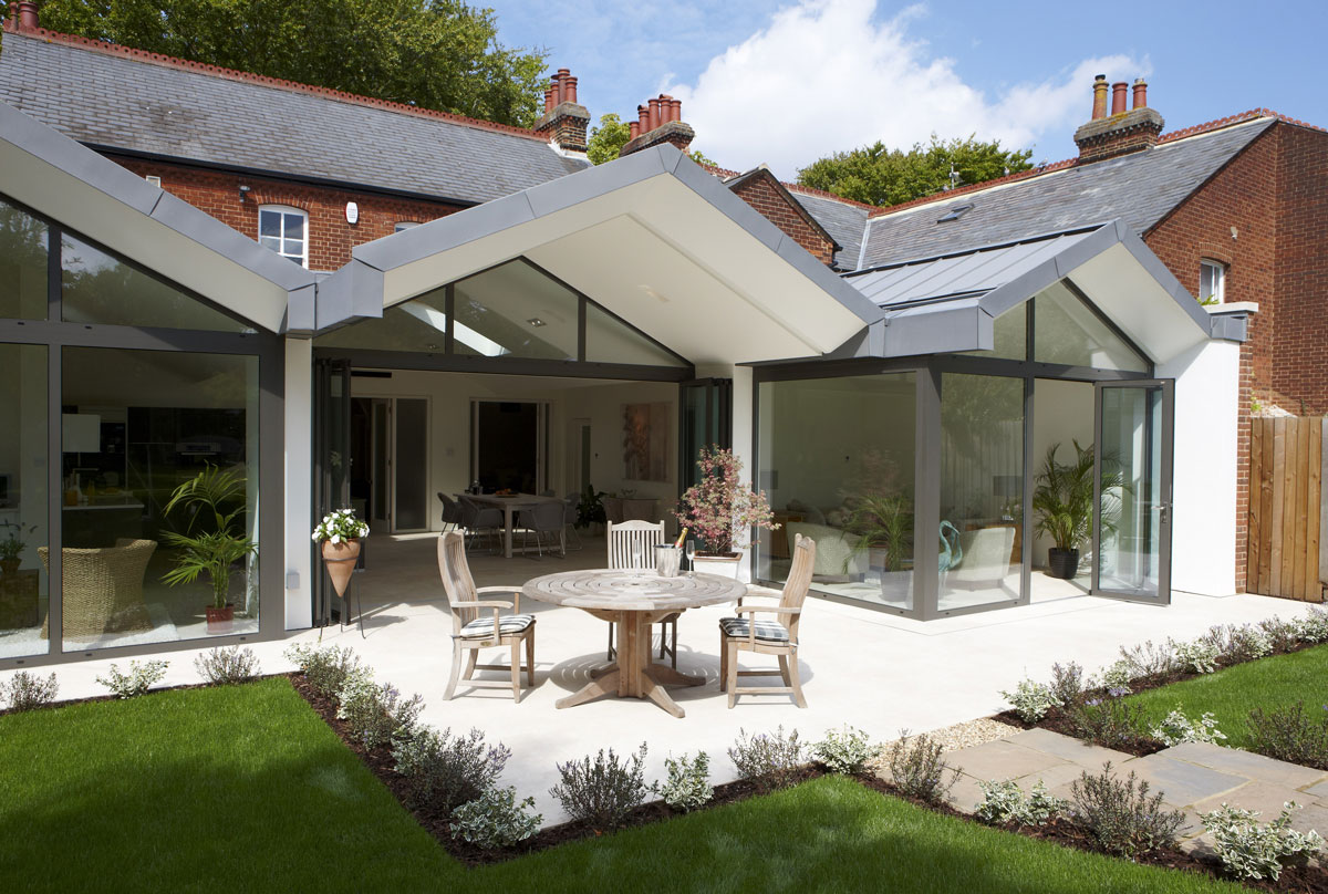 Hitchin Kitchen external roof overhang by mace architects | Interiors Photographer London